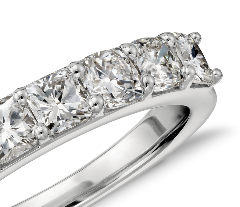 Bague en diamant taille coussin en platine (1,25carats, poids total)