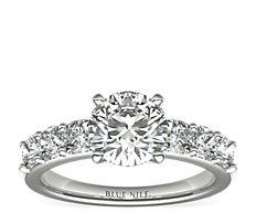 铂金枕形切割钻石订婚戒指<br>(1 克拉总重量)