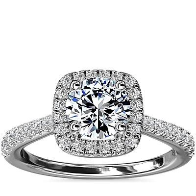 NOUVEAU Bague de fiançailles halo de diamants surmontée d'un diamant forme coussin en platine (1/3carat, poids total)