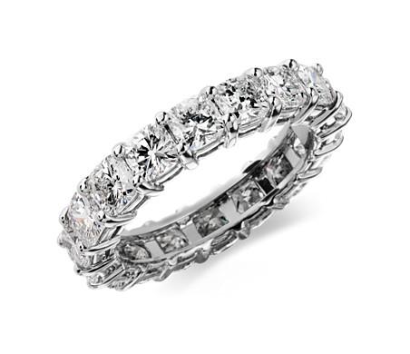 铂金垫形钻石永恒戒指<br>(4 克拉总重量)