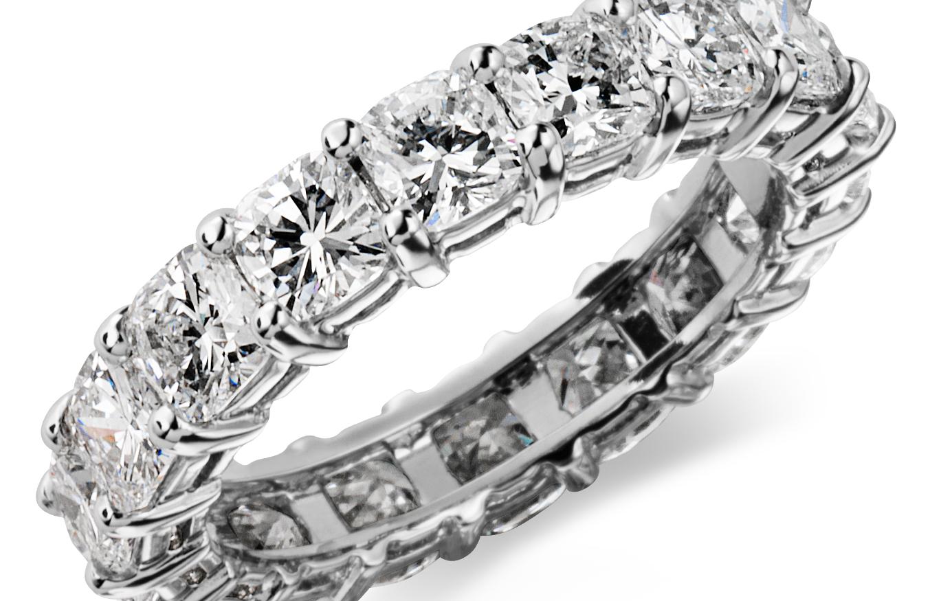 Bague d'éternité diamant taille coussin en platine