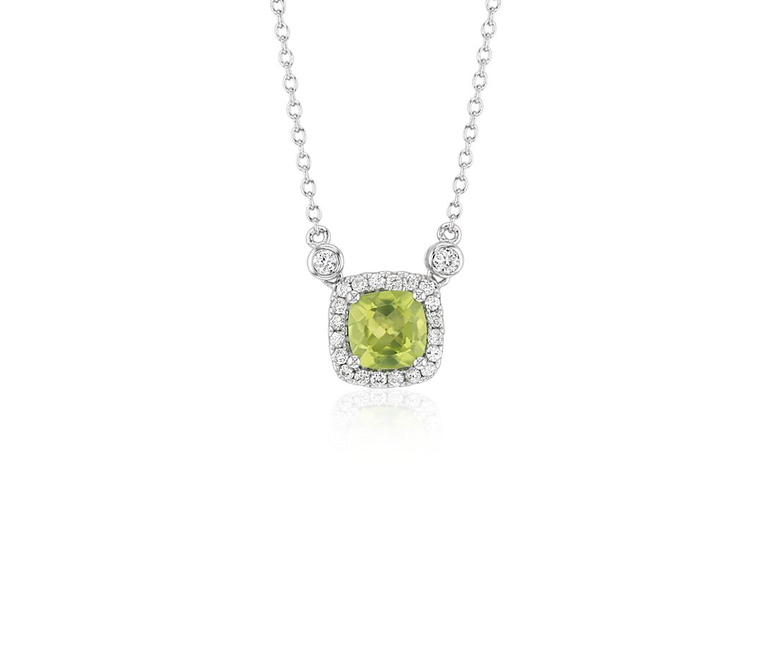 Cushion Peridot White Topaz Halo Pendant in plata de ley (6 mm)