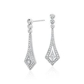 Aretes colgantes con halo de diamantes en oro blanco de 14 k (1/2 qt. total)