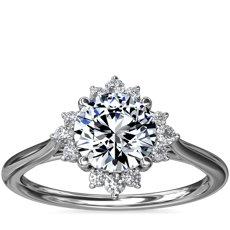 新款 18k 白金精美芭蕾舞式光环钻石订婚戒指