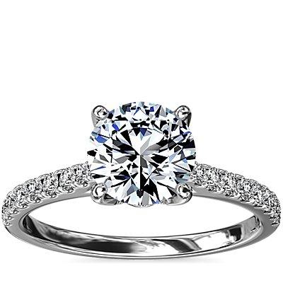 Anillo de compromiso con pavé y canasta de diamantes en platino (1/3 qt. total)