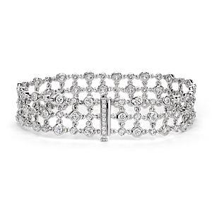 Brazalete triple de diamante con motivo floral de Studio de Blue Nile en oro blanco de 18 k (5 qt. total)