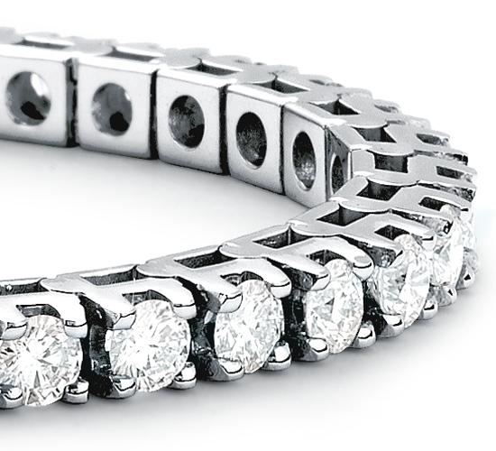 Brazalete de diamantes de eternidad en oro blanco de 18 k (5 qt. total)