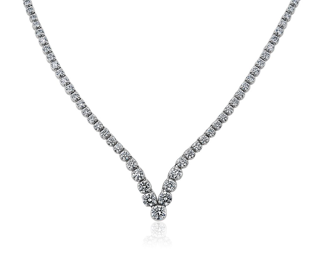 Collar de eternidad de diamantes con chevrón (4,95 qt. total)