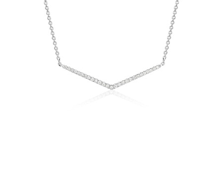 Collier petite barre de diamants chevron en or blanc 14 carats