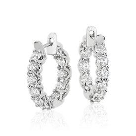 Aretes tipo argolla de eternidad de diamantes exclusivo de Blue Nile en platino (3,5 qt. total)