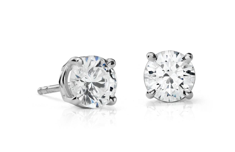 Boucles d'oreilles diamant de la plus haute qualité en platine (2carats, poids total)