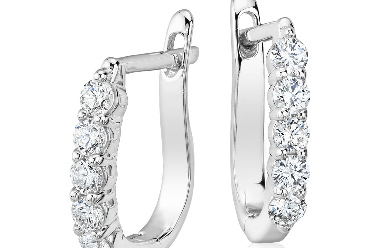Aretes tipo argolla de diamantes en oro blanco de 18 k (3/4 qt. total)