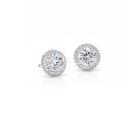 Aretes de diamantes con halo superpuesto exclusivos de Blue Nile en platino