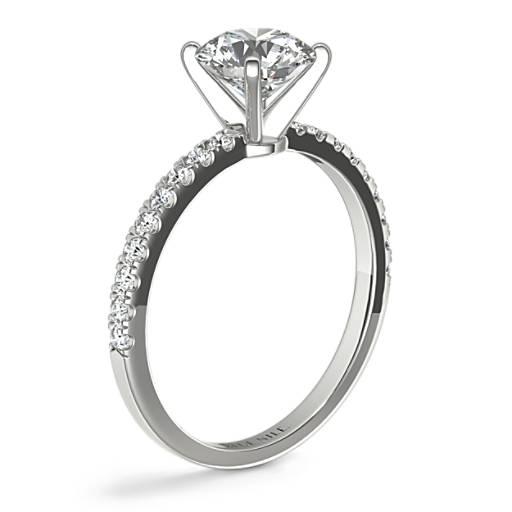 小巧密釘鑽石訂婚戒指