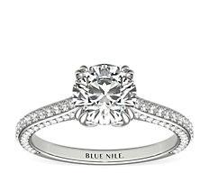 Bague de fiançailles bijou de famille en diamants sertis micro-pavé en platine