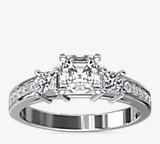 Bague de fiançailles en diamants taille princesse sertis pavé trio