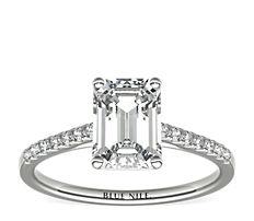 Petite bague de fiançailles en diamants sertis pavé avec monture cathédrale en or blanc 14carats