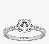 Bague de fiançailles en diamants sertis pavé de petite taille