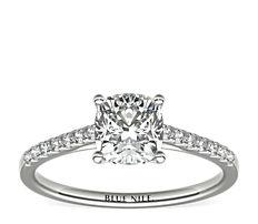 Petite bague de fiançailles en diamants sertis pavé avec monture cathédrale en or blanc 14carats (0,14carat, poids total)