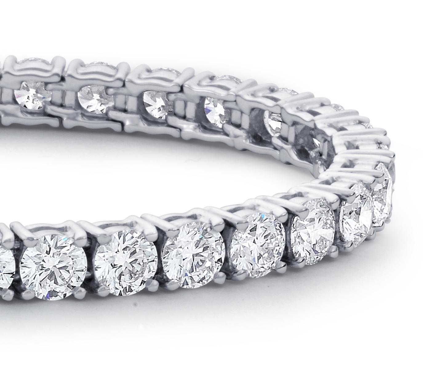 Brazalete de tenis de eternidad con diamante en platino (12 qt. total)