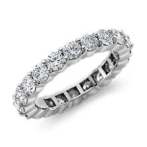 Anillo de eternidad de diamantes exclusivo de Blue Nile en platino (3 qt. total)