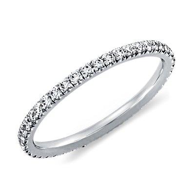 Anillo de eternidad con pavé de diamantes en platino