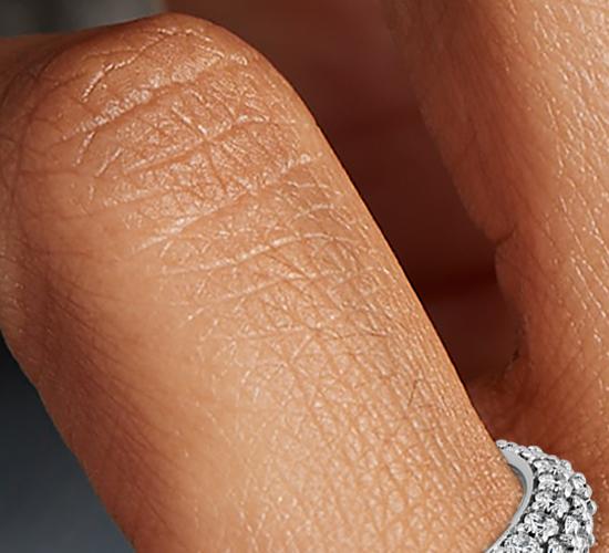 铂金星光钉镶浑圈钻石戒指(1 3/4 克拉总重量)