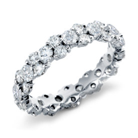 Anillo de eternidad de diamantes con forma de guirnalda en platino