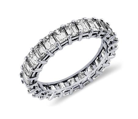 绿宝石形切割钻石永恒铂金戒指(3 克拉总重量)