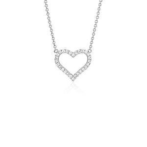 Colgante con forma de corazón con diamante redondo en oro blanco de 14 k (1/5 qt. total)