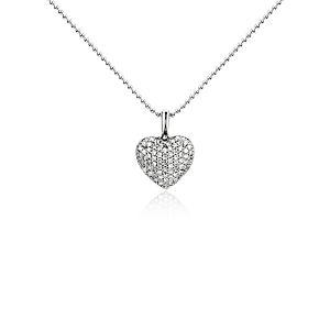 Colgante con forma de corazón con diamante redondo en oro blanco de 14 k (1/4 qt. total)