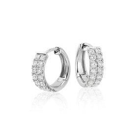 Aretes tipo argolla de diamantes pequeños en oro blanco de 14 k (3/4 qt. total)