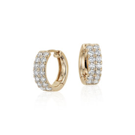 Aretes tipo argolla de diamantes pequeños en oro amarillo de 14k (3/4 qt. total)
