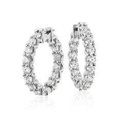 Aretes tipo argolla de eternidad de diamantes exclusivo de Blue Nile en platino (4,5 qt. total)