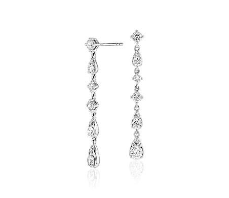 Aretes colgantes de diamantes lineales en oro blanco de 14 k (1 qt. total)