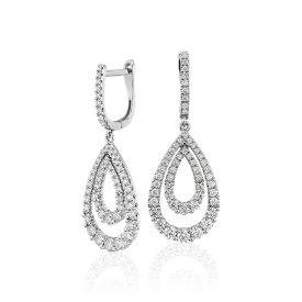 NUEVO. Aretes graduados en forma de gota con diamantes, en oro blanco de 14 k (1,25 qt. total)