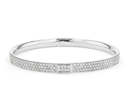 Brazalete tipo esclava con pavé de diamantes en oro blanco de 18 k (5 qt. total)