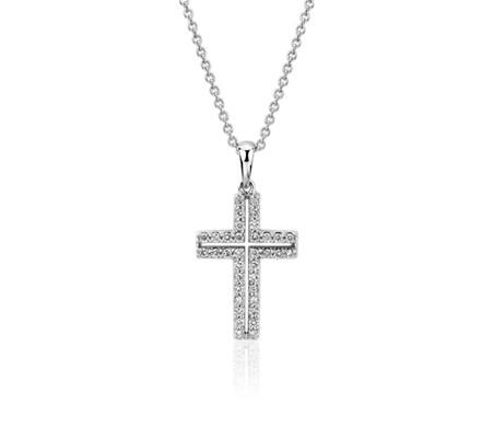Pendentif croix pavée de diamants en or blanc 14carats (1/4carat, poids total)