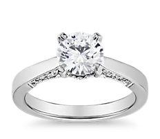 Anillo de compromiso con solitario y perfil de pavé de diamantes con milgrain en oro blanco de 14 k