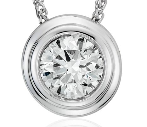 Pendentif solitaire diamant clos en or blanc 18carats (5/8carat, poids total)