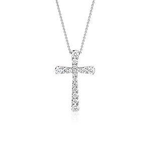 Colgante con forma de cruz de diamantes en oro blanco de 14 k (1/2 qt. total)
