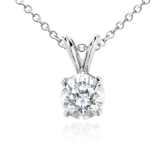 Pendentif solitaire diamant en platine (1carat, poids total)