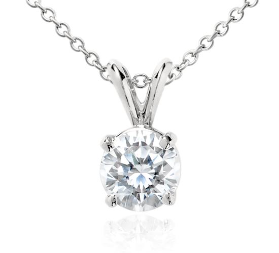 Pendentif solitaire diamant en platine (1 1/2carats, poids total)