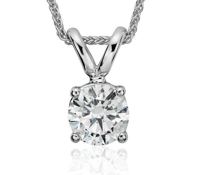 Colgante de diamante solitario en oro blanco de 18 k (5/8 qt. total)