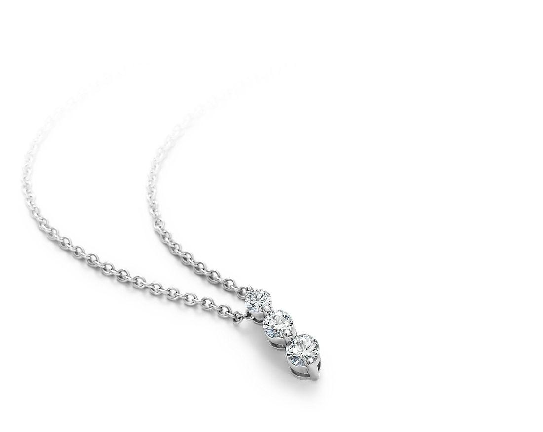 Pendentif diamant goutte à trois pierres  en or blanc 18carats (1/2carat, poids total)