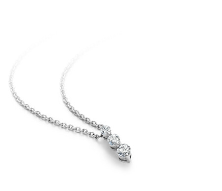18k 白金三石水滴状钻石吊坠<br>(1/2 克拉总重量)