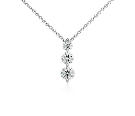 Pendentif diamant goutte à trois pierres  en or blanc 18carats (1 1/2carats, poids total)