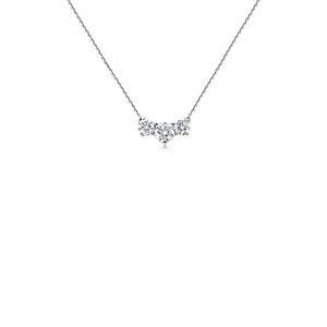 Collar de tres diamantes Premier en platino (1 1/2 qt. total)
