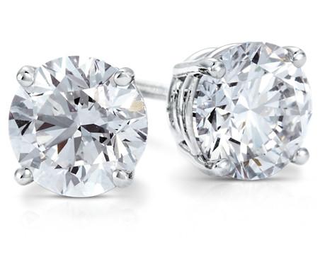 鉑金 鑽石釘款耳環<br>( 2 克拉總重量)