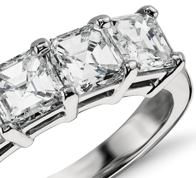 Bague à cinq diamants taille Asscher classique en platine (2 1/2 carat, poids total)